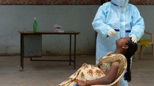 Por que grávidas na Índia ainda não podem ser vacinadas contra a covid-19?