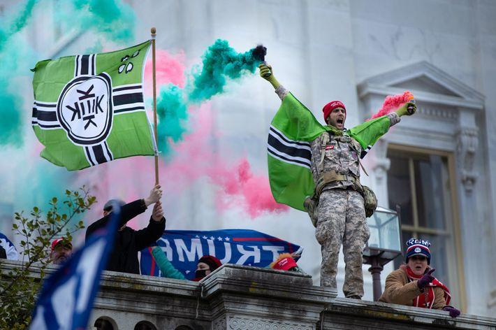 A bandeira da nação imaginária de Kekistan tem associações à supremacia branca.