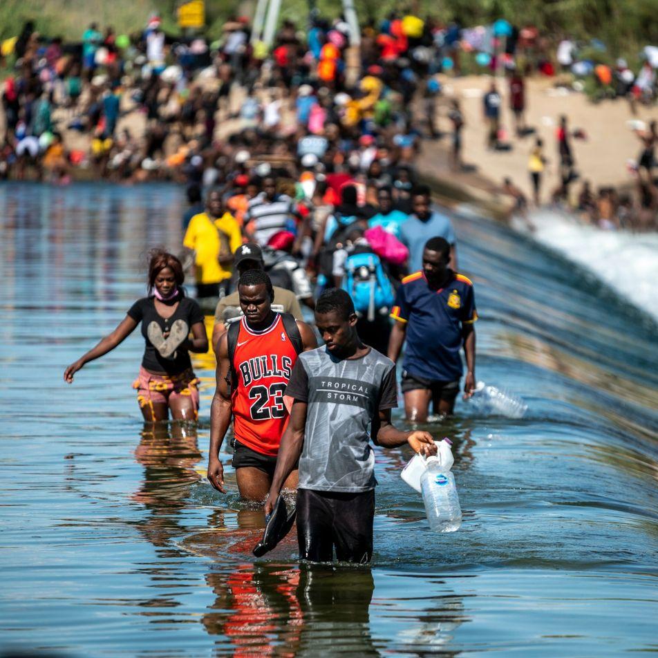 Fotos registram desespero haitianos em busca de asilo na fronteira do Texas