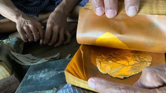 Quanto trabalho é necessário para fabricar folhas de ouro? 20 mil golpes de martelo