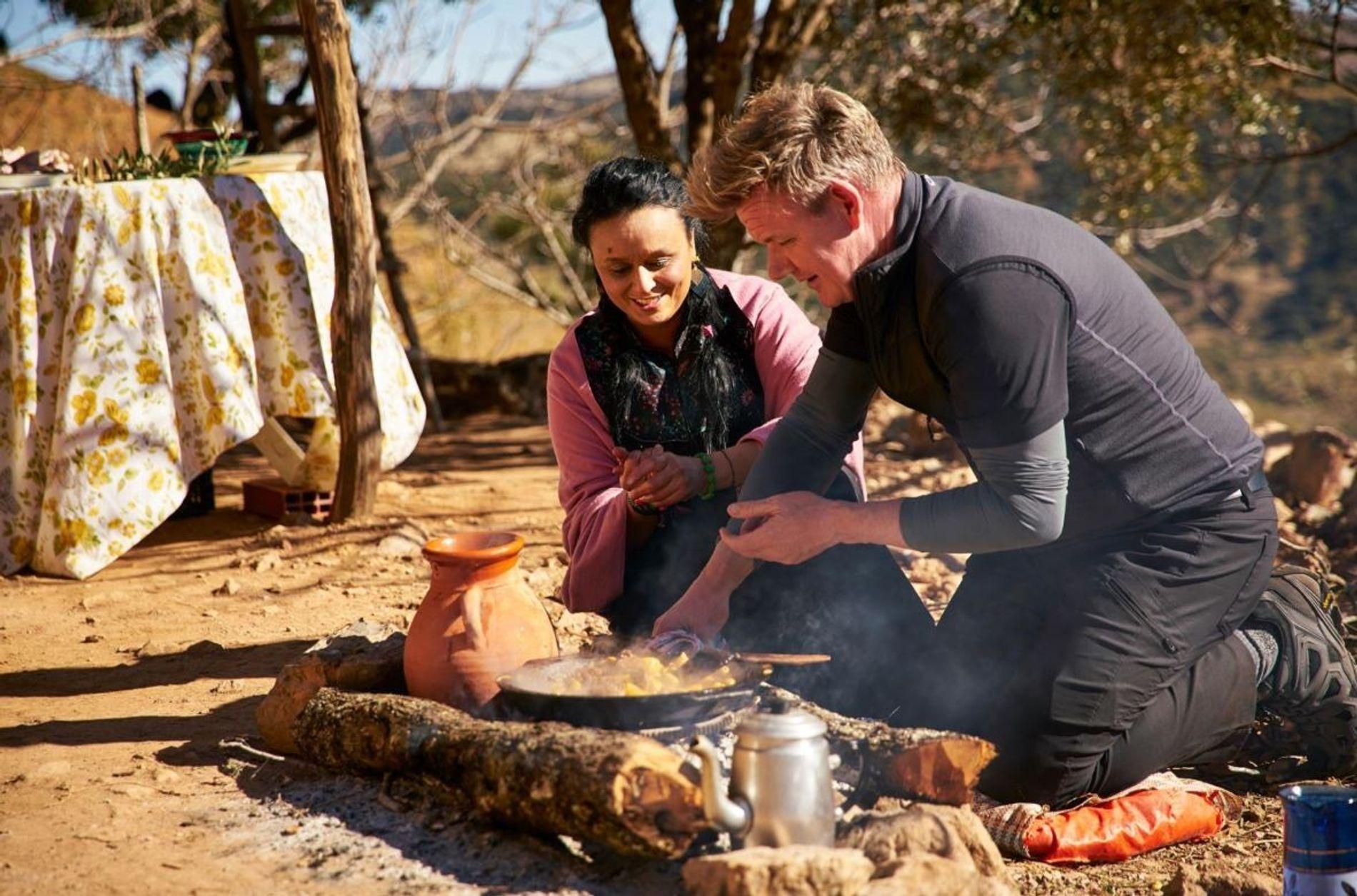 Gordon Ramsay visita um mercado repleto de produtos cultivados e colhidos à mão, em Urubamba, no ...