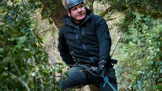 Gordon Ramsay faz rapel em uma montanha na região do Médio Atlas, no Marrocos, para conhecer ...