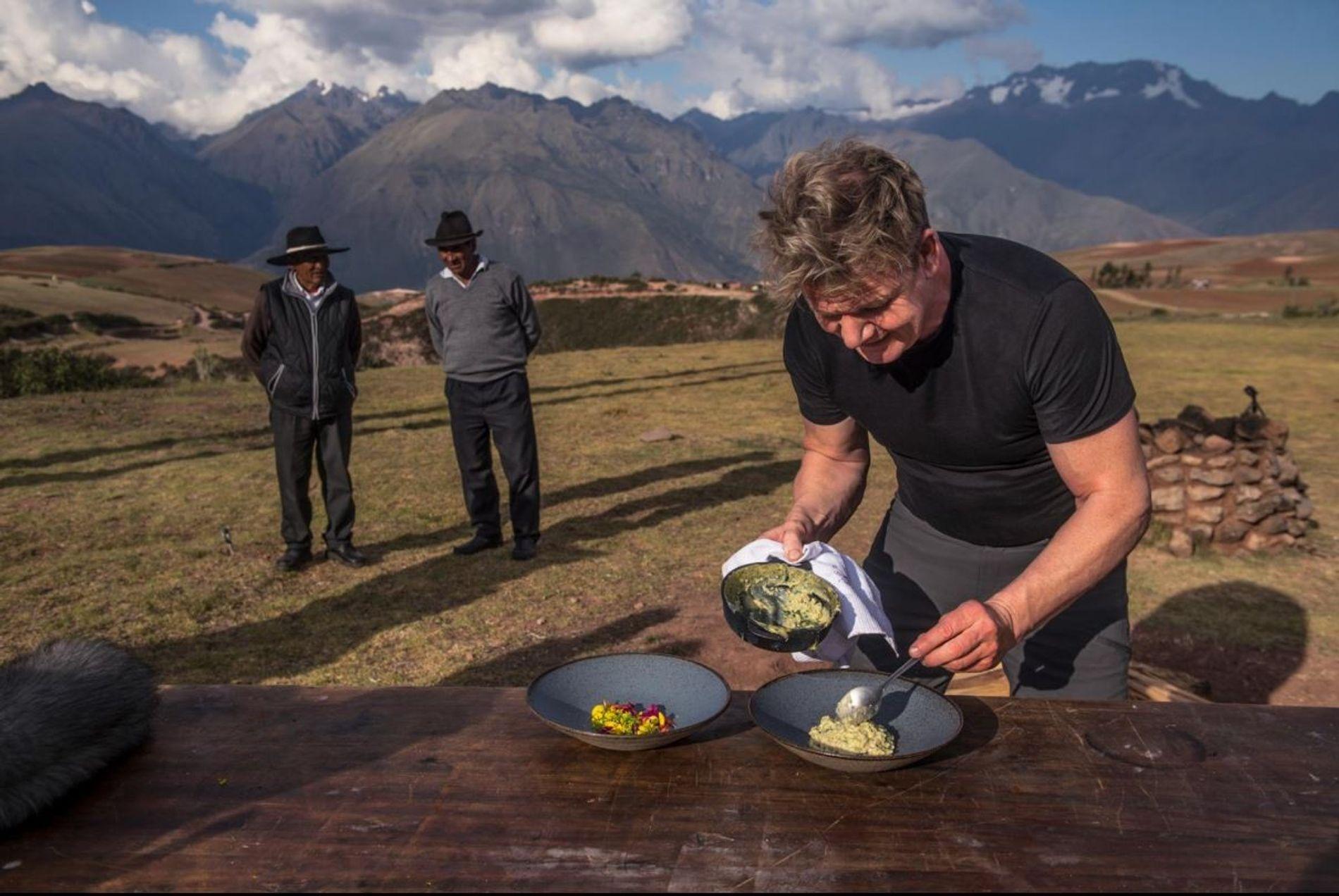 Gordon Ramsay prepara um banquete para fazendeiros locais no Vale Sagrado do Peru.