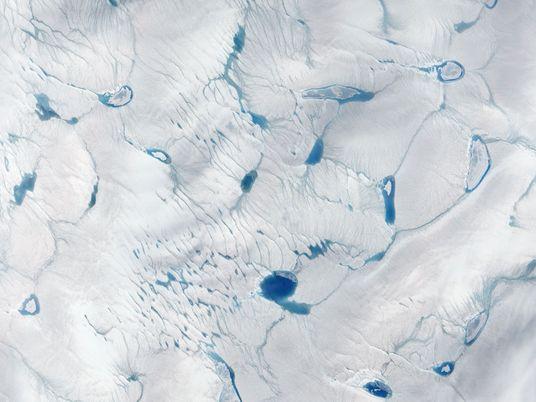 Lagos recém-descobertos na camada de gelo da Groenlândia estão acelerando seu fim