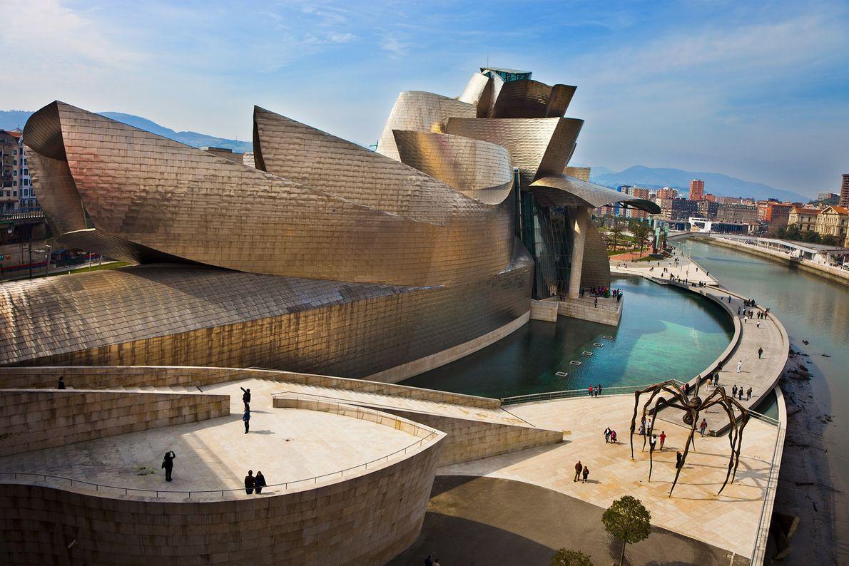 MUSEU GUGGENHEIM, ESPANHA O renomado arquiteto Frank Gehry é o cérebro por trás do icônico Museu Guggenheim ...