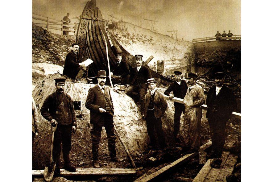 Alertado sobre a presença de restos mortais vikings em Oseberg no verão de 1903, o professor ...