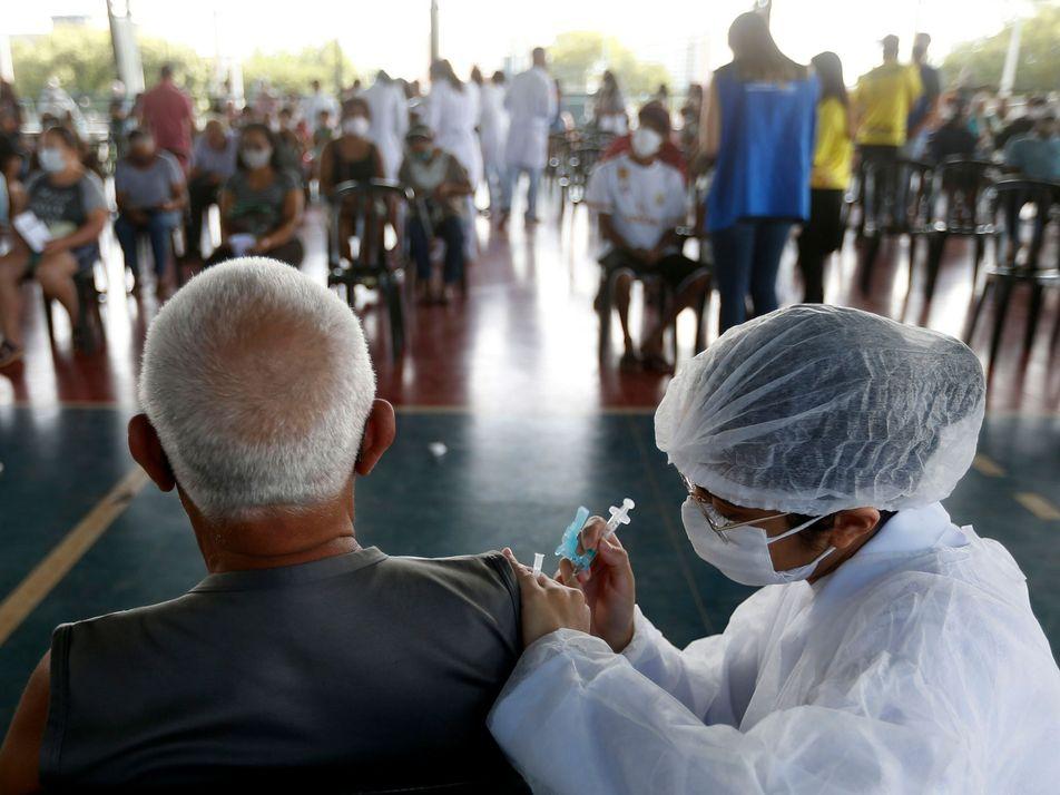 Brasil vacinou 10 milhões contra poliomielite em único dia no passado. O que deu errado agora?
