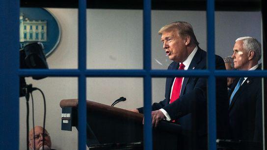 O presidente dos Estados Unidos Donald Trump e o vice, Mike Pence, falam durante uma coletiva ...