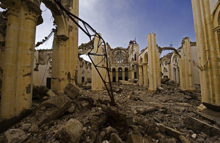 A Catedral de Nossa Senhora da Assunção foi completamente destruída pelo terremoto de 2010. A icônica ...