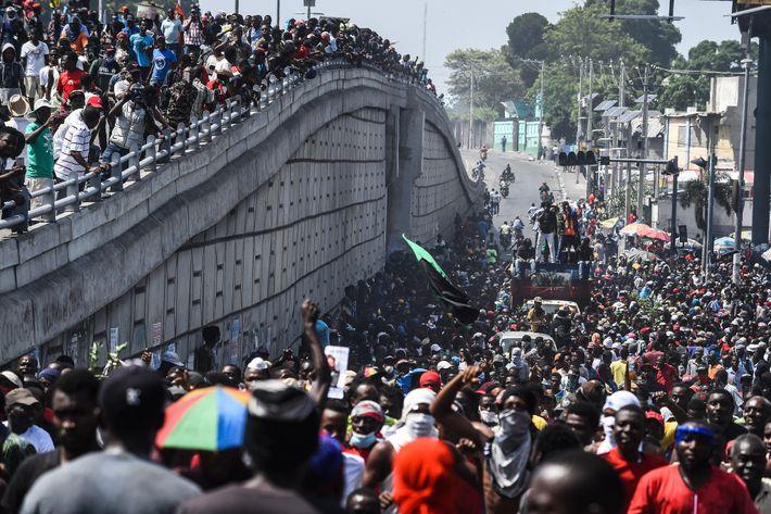 Milhares de manifestantes pediram a renúncia do presidente Jovenel Moise em uma passeata por Porto Príncipe ...