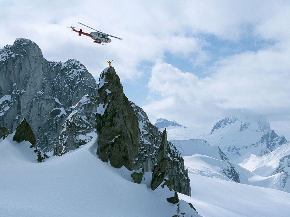 Aprenda a praticar heli-ski nessas magníficas montanhas