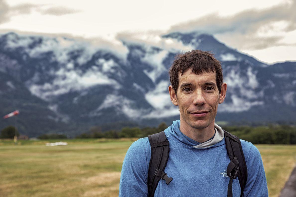 O alpinista de solo livre Alex Honnold acompanha Bear Grylls em uma aventura de tirar o ...