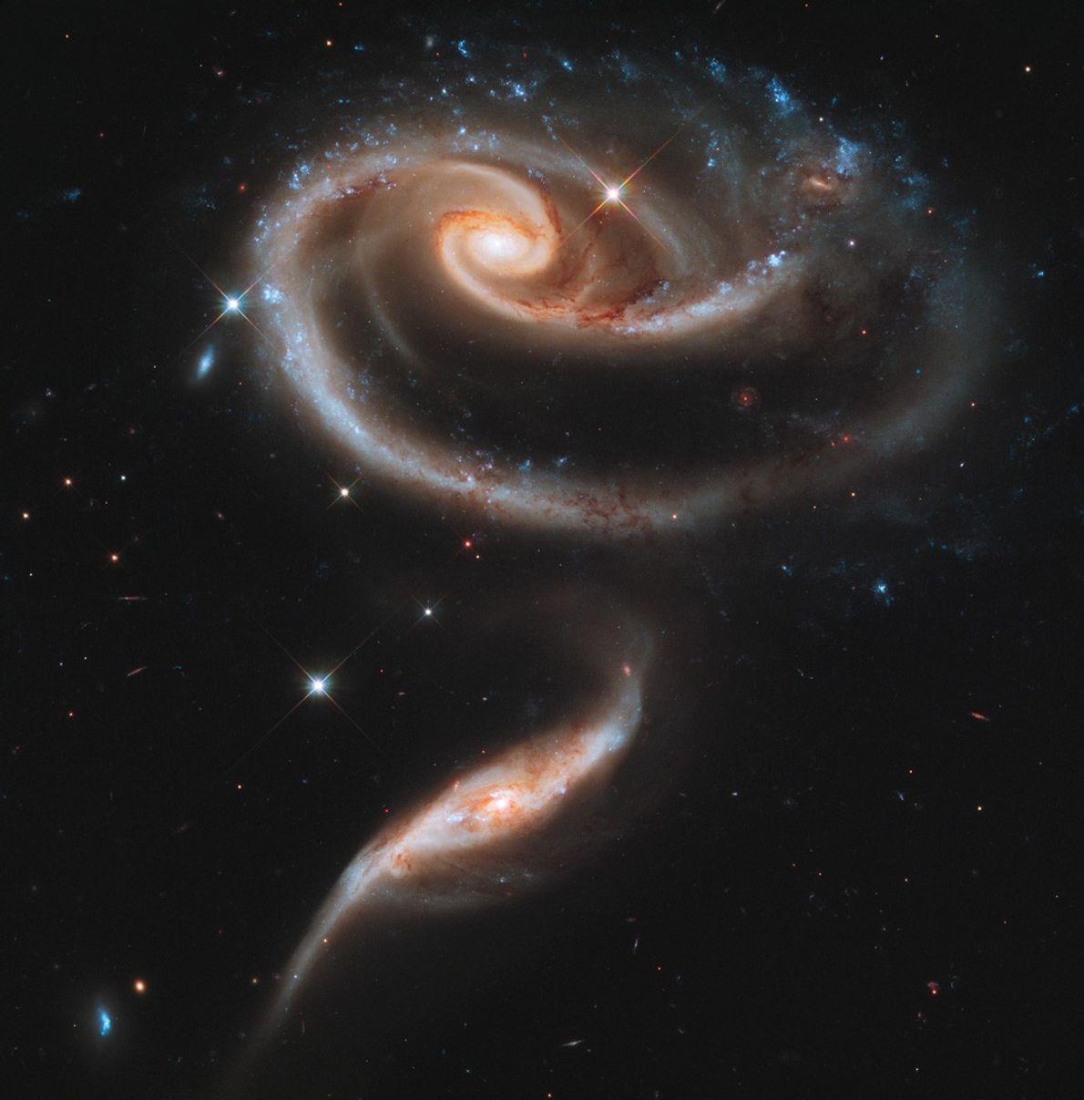 hubble-19-arp-273-interacao-entre-galaxias