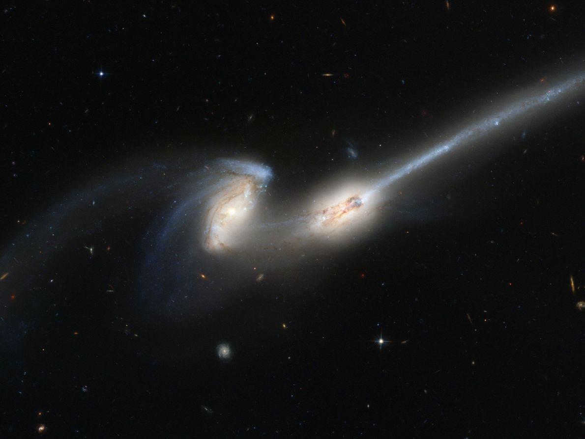 hubble-48-galaxias-em-colisao