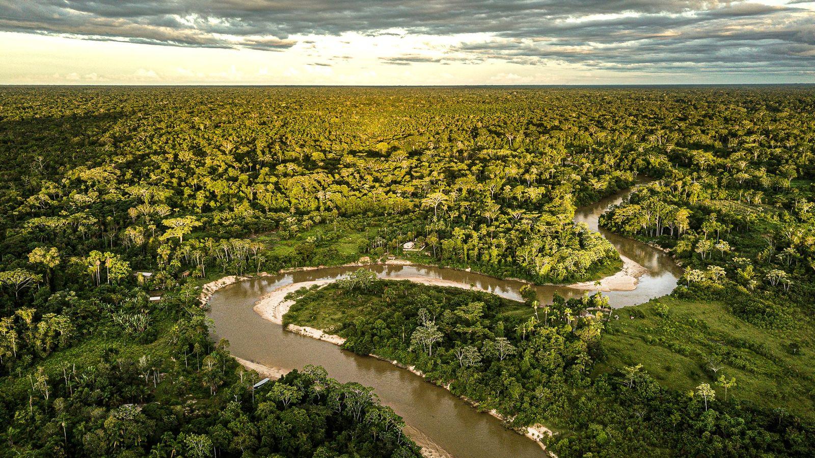 Vista aérea de trecho do rio Moa, no Parque Nacional da Serra do Divisor, no Acre. ...