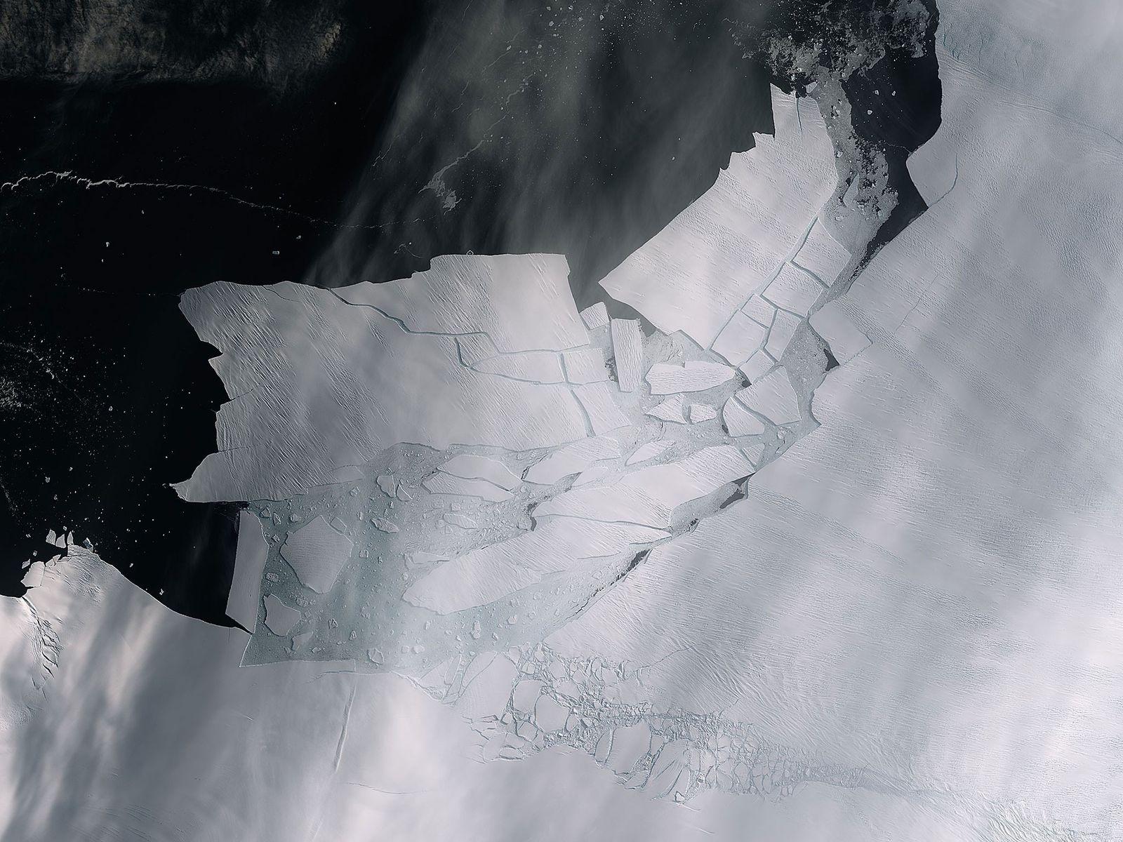 Duas rachaduras na geleira Pine Island observadas pelo satélite Sentinel-2 da missão Copernicus em 14 de ...