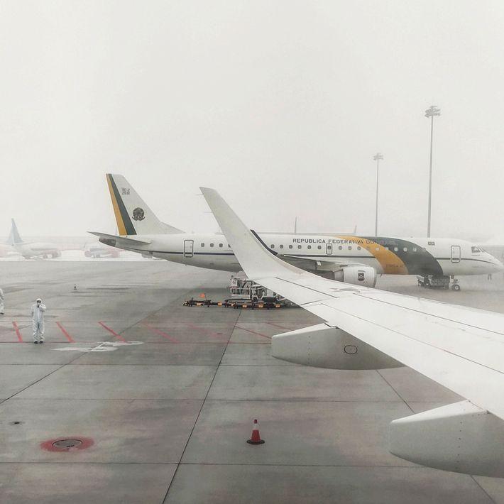 A viagem de Wuhan até a base aérea de Anápolis (GO), onde os brasileiros passaram por ...