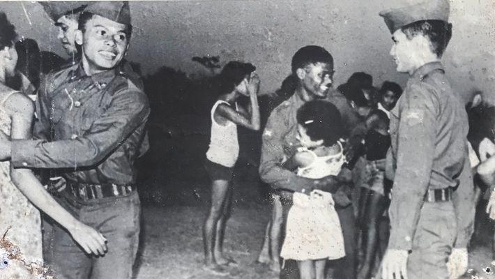 Jovens soldados alcantarenses são recepcionados após treinamento em São Paulo.