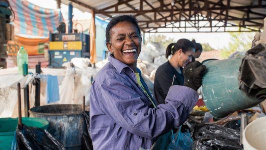 Uma nova vida para os resíduos plásticos – e para os trabalhadores