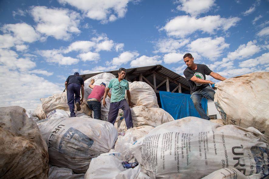 Fotos: cooperativas reciclam resíduos e transformam vidas