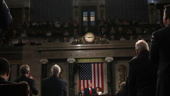 Presidente dos Estados Unidos, Donald Trump, no centro, faz um discurso sobre o Estado da União ...
