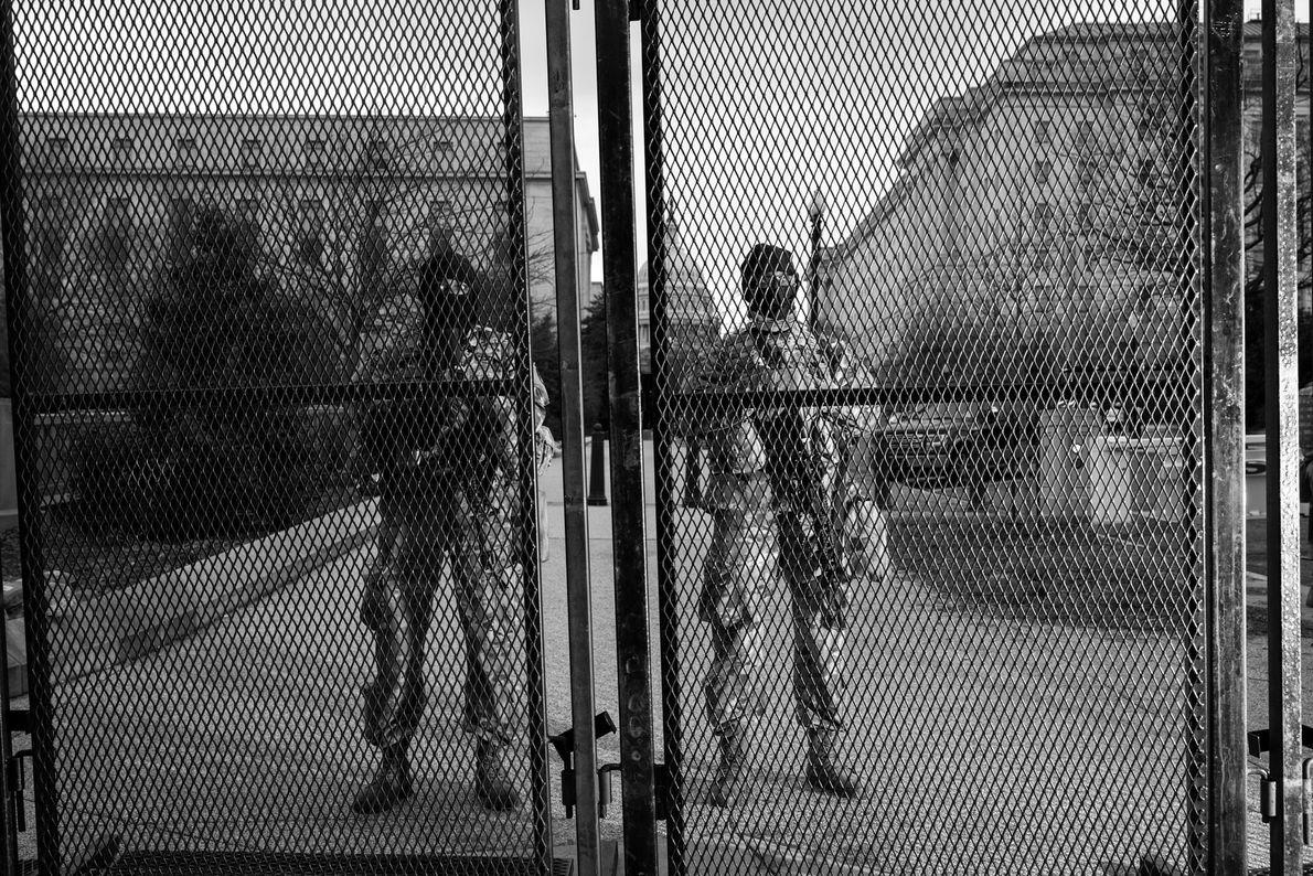 18 de janeiro: Para evitar ameaças de violência na posse, as autoridades locais e os militares dos ...