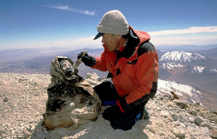 Antropólogo Johan Reinhard descobriu as múmias incas de mais de 500 anos congeladas na Argentina, em ...