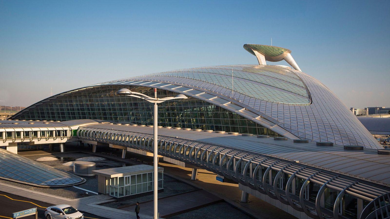 O Aeroporto Internacional de Incheon (ICN), de Seul, possui pista de patinação no gelo e um ...