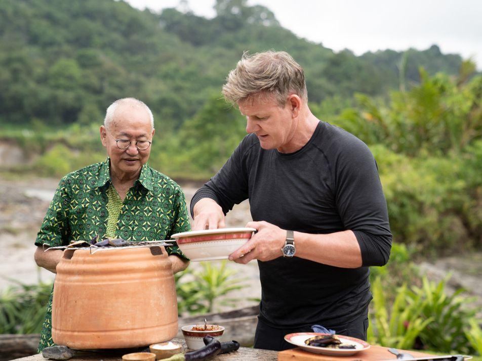 Que chef é esse? Gordon Ramsay conhece  William Wongso em Sumatra