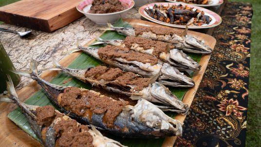 Sabores de Sumatra: aprenda a fazer o rendang de peixe crocante ou bife com Gordon Ramsay