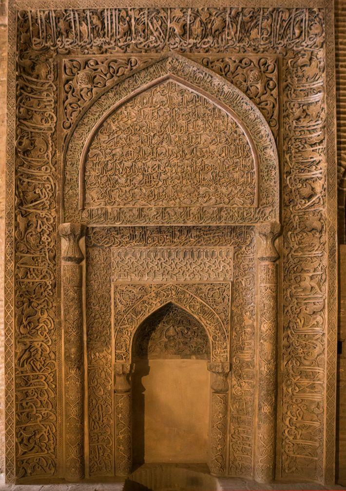 Este mihrab detalhadamente esculpido na Mesquita de Sexta-feira de Ishfahan indica a direção dos fiéis para ...