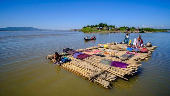 Às margens do rio Irrawaddy, prosperou uma antiga civilização formada por pessoas que decoravam o cabelo ...