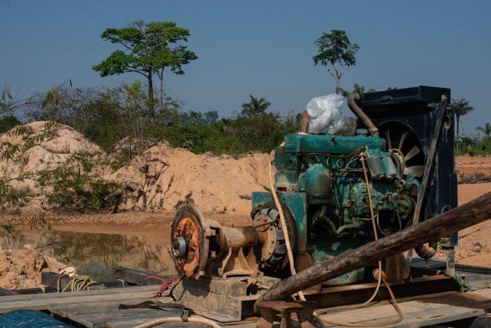 maquina garimpo ilegal mato grosso