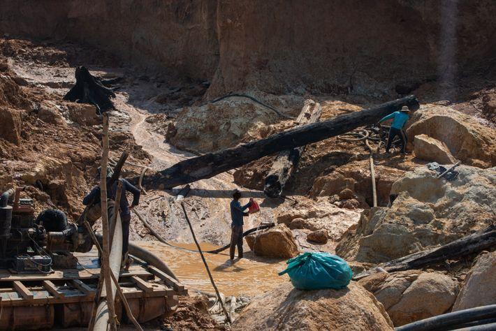Diferentemente de outros minérios, como cobre e ferro, a extração do ouro, por conter valor tão ...