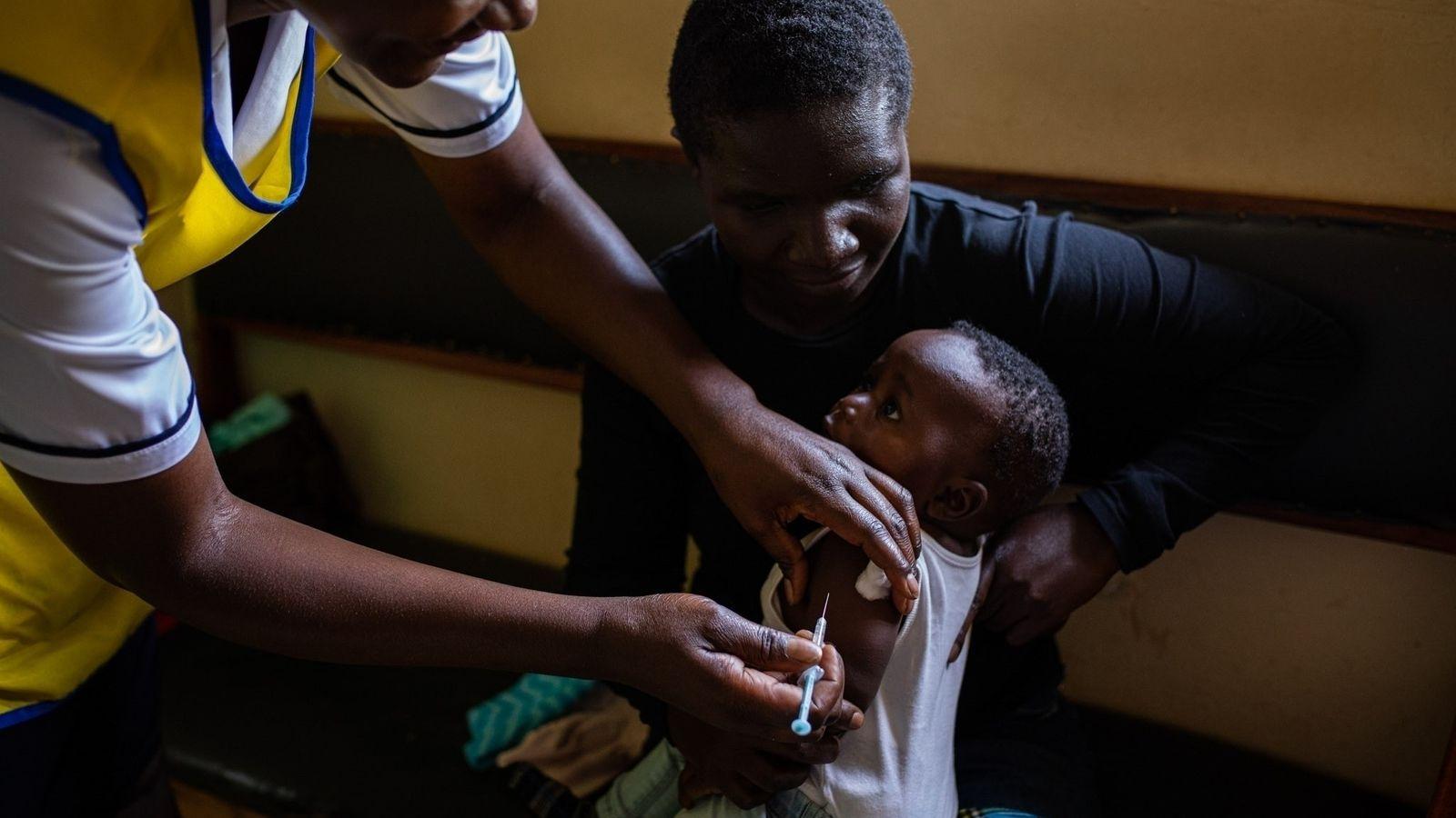 No Quênia, Malawi e Gana, bebês com menos de dois anos estão recebendo gratuitamente a primeira ...