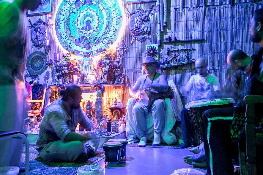 Cerimônias com ayahuasca levam xamanismo indígena à metropole