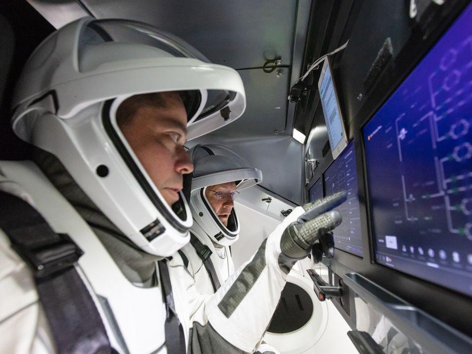 Nave da SpaceX retorna à Terra com 'mergulho' no Atlântico – assista aqui