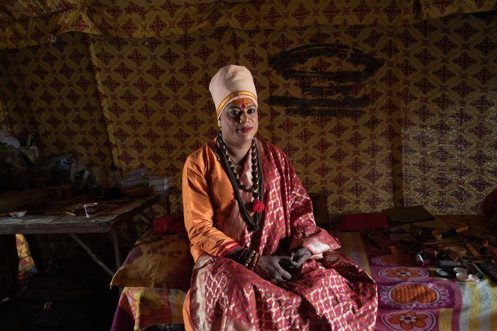 Pavitra Nimbhorakar, líder da Kinnar Akhada, é responsável pelos 2,5 mil membros da ordem hindu asceta ...
