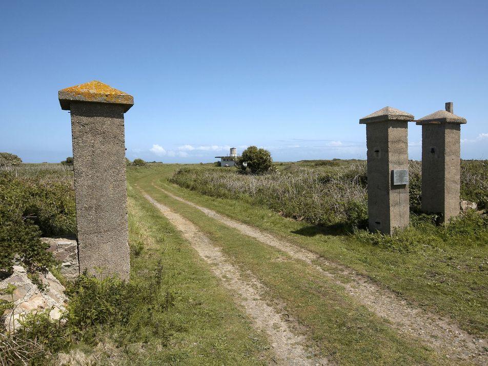 Campo nazista esquecido em solo britânico revelado por arqueólogos