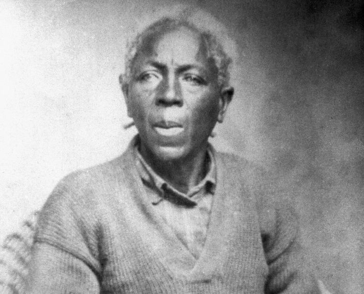 Um retrato sem data de Matilda McCrear, a última sobrevivente do navio negreiro Clotilda, em seus ...