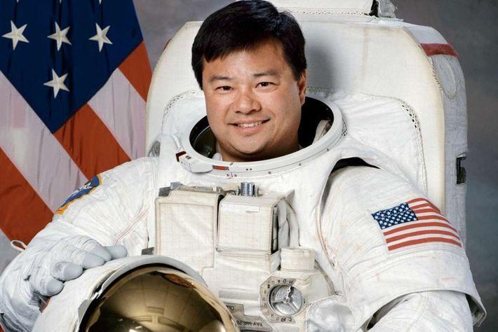 O astronauta Leroy Chiao participou de quatro missões à Lua e passou um total de 229 ...
