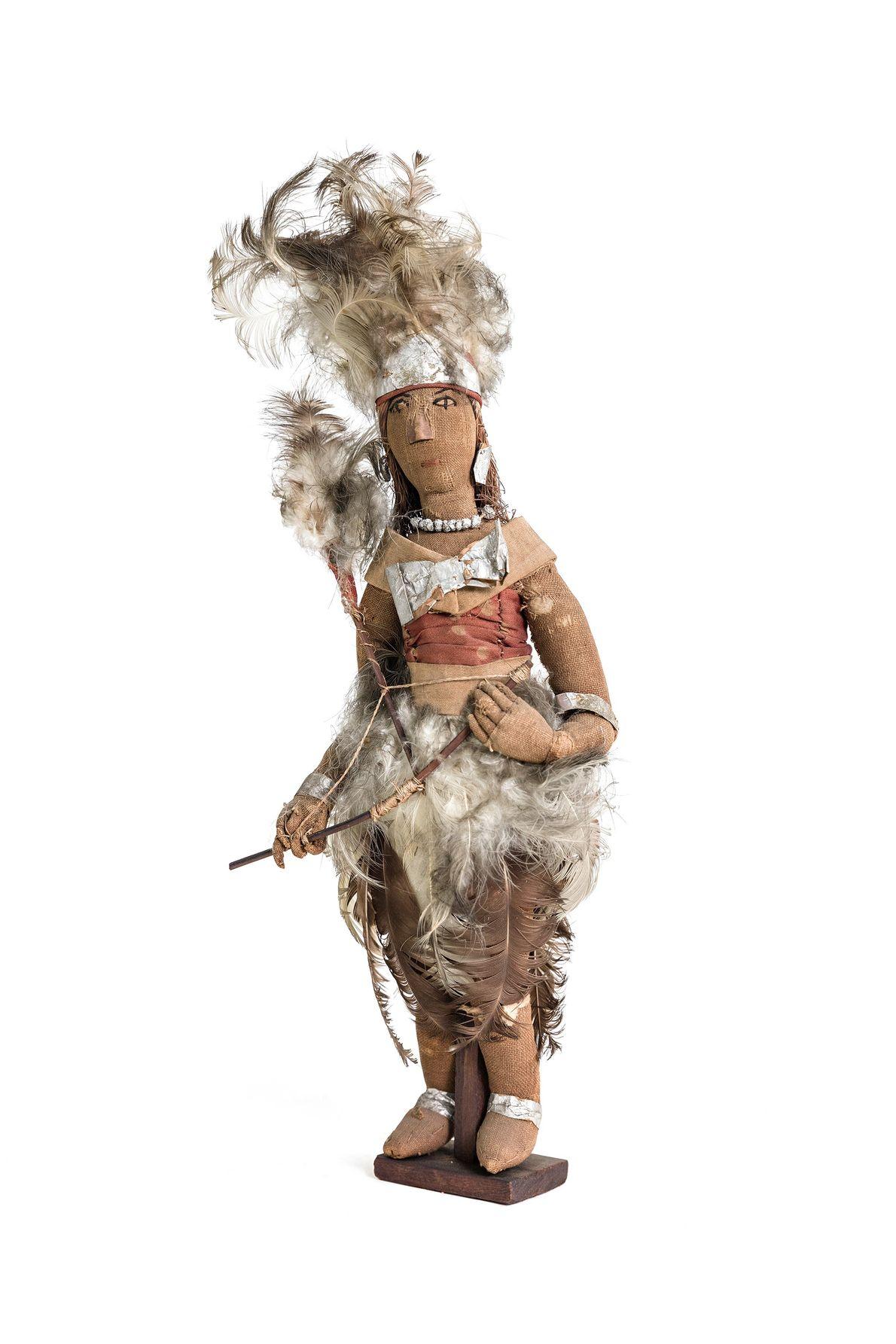 Boneca em tecido representa uma cabocla, espírito de antigos indígenas que se manifestam em rituais de ...