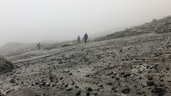 A camada de gelo de Lendbreen, na Noruega, retratada nesta imagem de 2019, está derretendo, revelando ...
