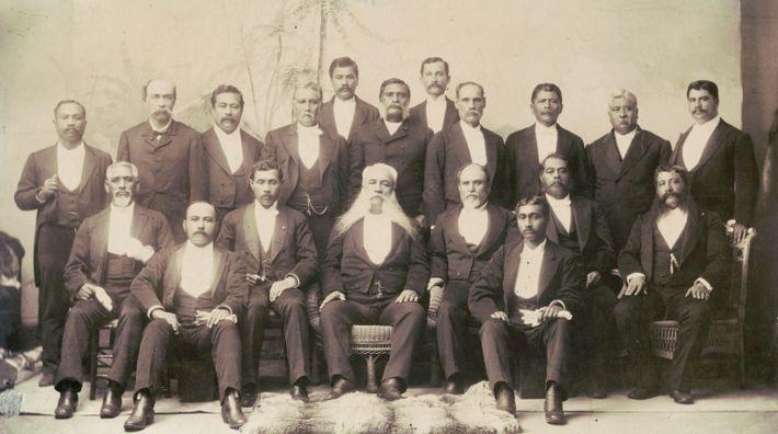 Em 1893, o então presidente dos Estados Unidos, Grover Cleveland, nomeou James H. Blount para investigar ...