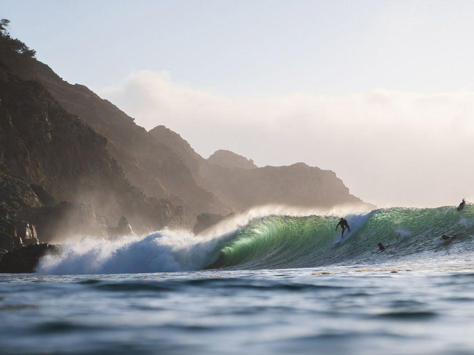 Mulheres são pioneiras em promissor destino de surfe