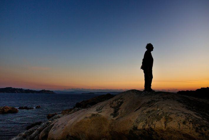 Silhueta de Morandi ao pôr do sol — seu momento preferido do dia, quando o mundo ...