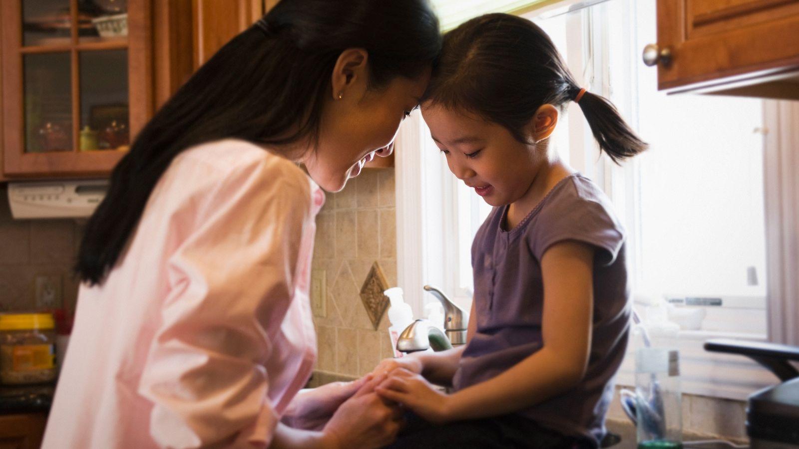 Embora seja menos provável que as crianças fiquem doentes pelo coronavírus, estamos apenas começando a entender ...