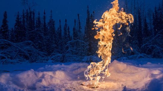 A emissão de gás metano ocorre por meio do solo de forma natural ou pela extração ...