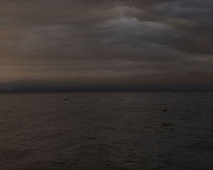 O sol se põe sobre o lago Naivasha, no Vale do Rift, no Quênia.