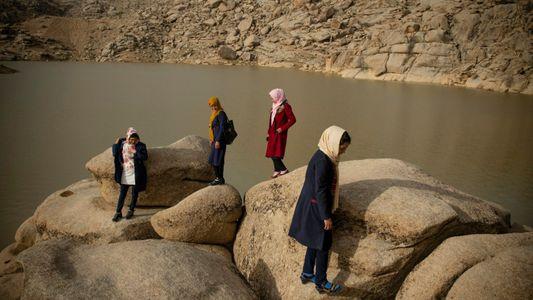 Elas conseguiram fugir do Afeganistão. Mas e as mulheres que ficaram no país?